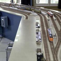 Réseau miniature servant à la formation des agents à la pratique d'un Poste tout Relais à transit Souple (PRS) installé à l'Ecole Nationale de l'Equipement SNCF à Nanterre.