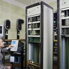 Formateur enseignant le principe de télétransmission REDECA à l'Ecole Nationale de l'Equipement SNCF à Nanterre.