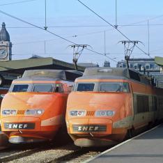 Gare de Paris-Lyon. TGV Sud-Est à quai.