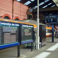 Gare de Lyon-Perrache. Tableau composition des trains et TGV-Paris-Sud-Est.