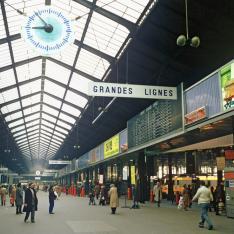 Gare Paris-Saint-Lazare. Hall du côté Grandes Lignes.