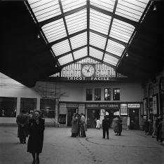 Gare de Paris Saint-Lazare. Galerie des marchands.