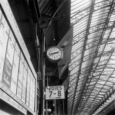 Gare de Paris-Est. Affichage des horaires.