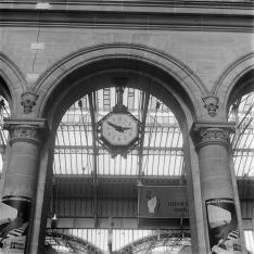Gare parisienne. Horloge.